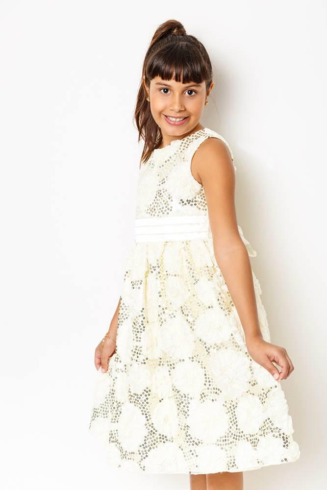 vestido_bege_com_detalhes_em_paete_dourado